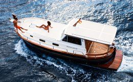 Charter yacht menorquin 100 open 2 double cabins up to 10 guests for day charters menorca