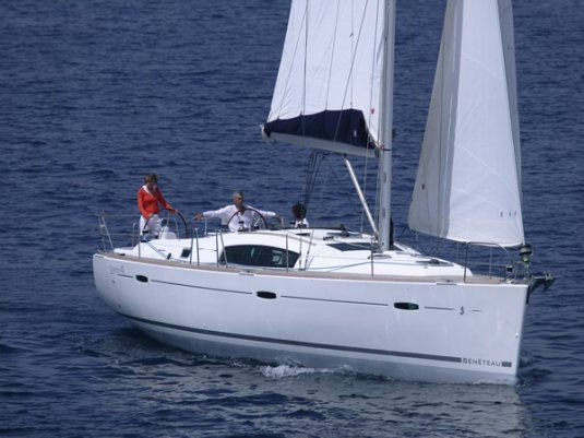 Charter boat oceanis 43 4 cabins scarlino italy